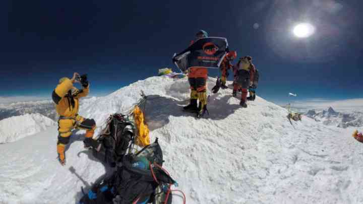 climbing-mount-everest-360-videography