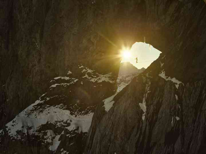 highline-photograph-balancing-Martinsloch-Siegrist