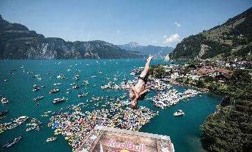 freestyleextreme-cliff-diving-world-2018-Sisikon-SUI-jump-off