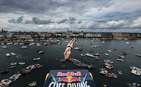 Tight cliff diving competition in Copenhagen